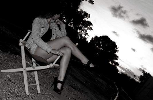 javier_dorquez_photography_girl_train_tracks